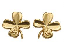 CHANEL coco mark clover earrings