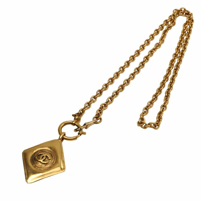 Chanel plate necklace