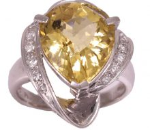 Design ring with yellow beryl diamond