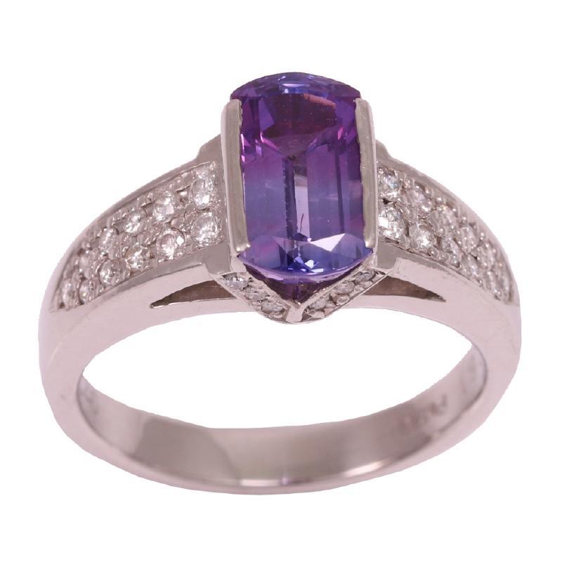 Design ring with sapphire diamond